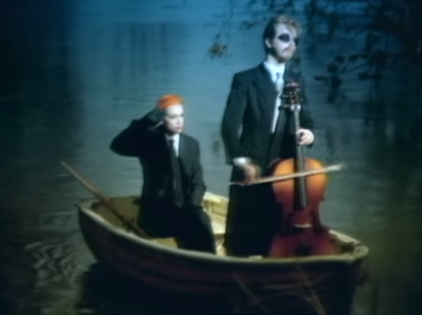 eurythmics-sweet-dreams-are-made-o555f-this-official-video-youtube